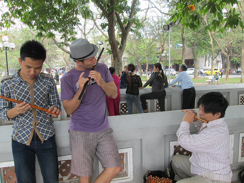 Playing music at Hoan Kiem lake in Ha Noi